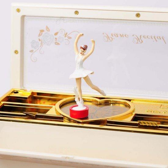 Cutie muzicala, interactiva, sub forma de pian cu balerina dansatoare