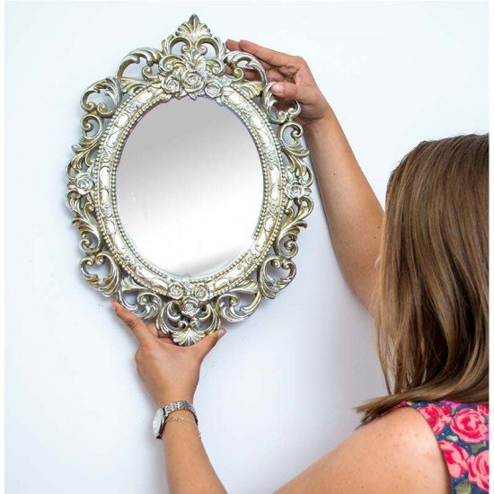 Oglinda decorativa, cu rama argintie, in stil baroc