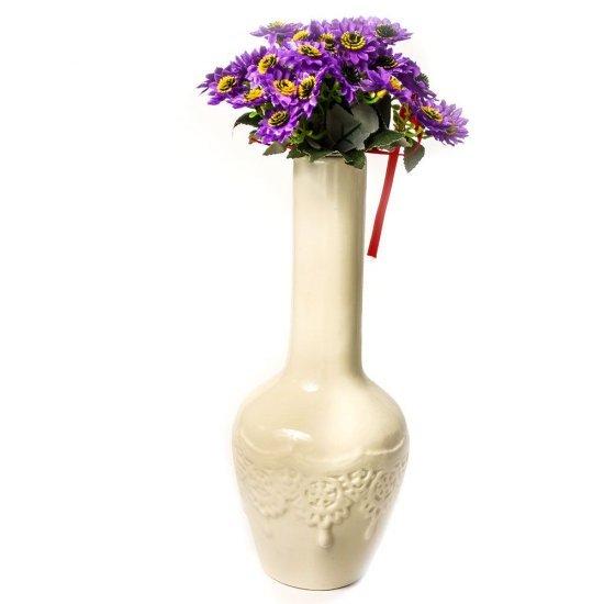Vaza alba, pentru flori, cu model reliefat, din ceramica