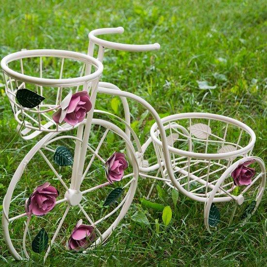 Suport flori bicicleta cu doua cosuri decorat cu trandafiri