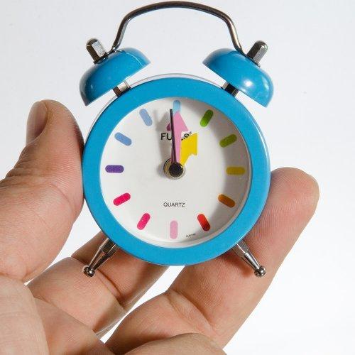 Ceas desteptator design retro cu cuart