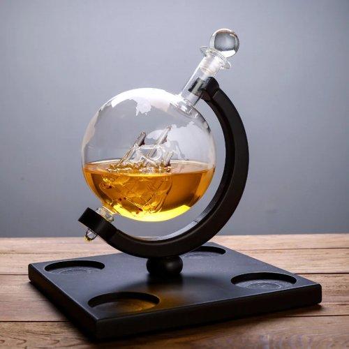 Set decantor whiskey cu patru pahare