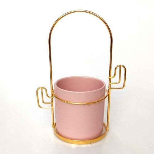 Ghiveci ceramica roz pe stativ metal auriu
