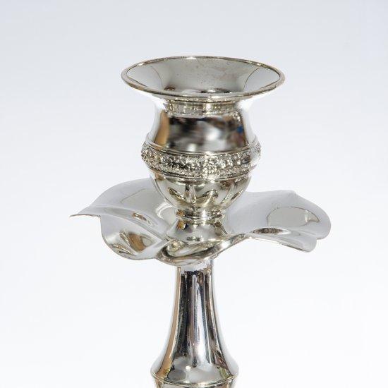 Sfesnic argintiu cu trei brate si cu gravura deosebita