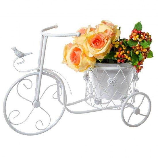 Bicicleta alba cu un suport ghiveci flori ornat cu trandafiri si pasare