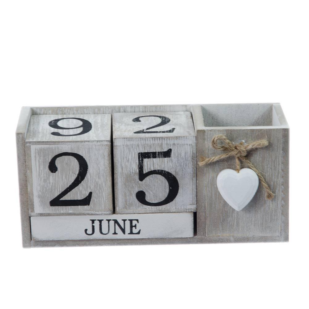 calendar de lemn cu suport de pix si inimioara