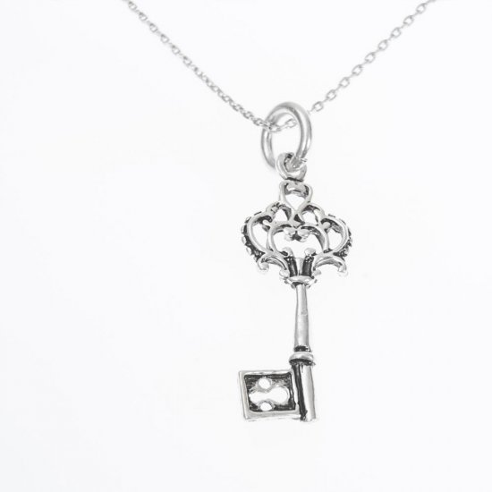Colier cu pandantiv  din argint cu cheita