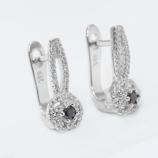 Set bijuterii argint format din pandantiv floare cu onyx cu lant si cercei cu tortita si strasuri