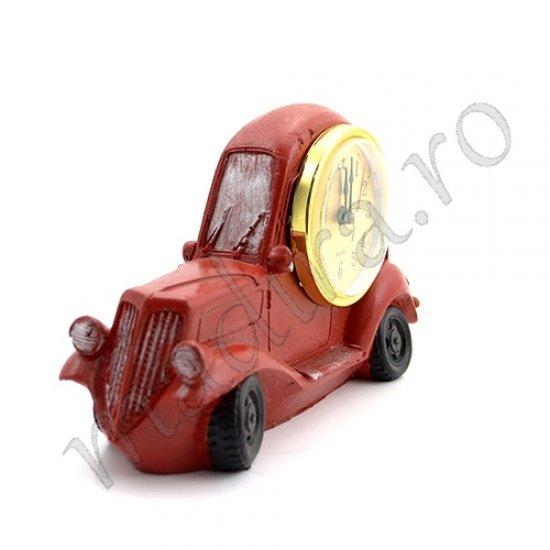 Ceas de masa auriu cu masina rosie