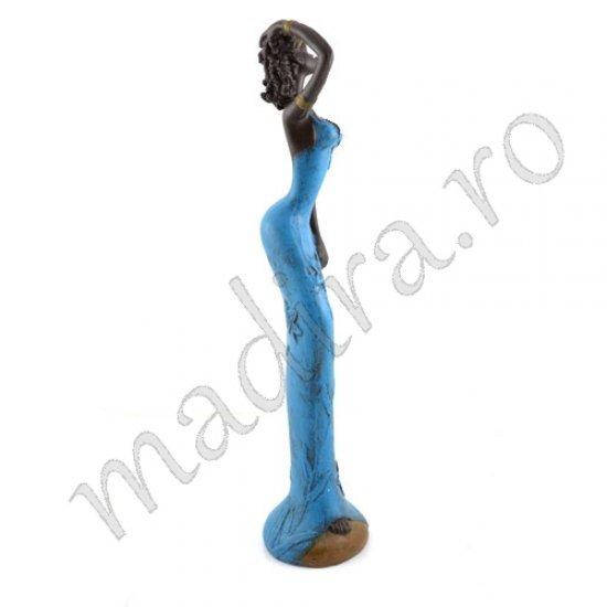 Statueta femeie cu rochie albastra cu flori
